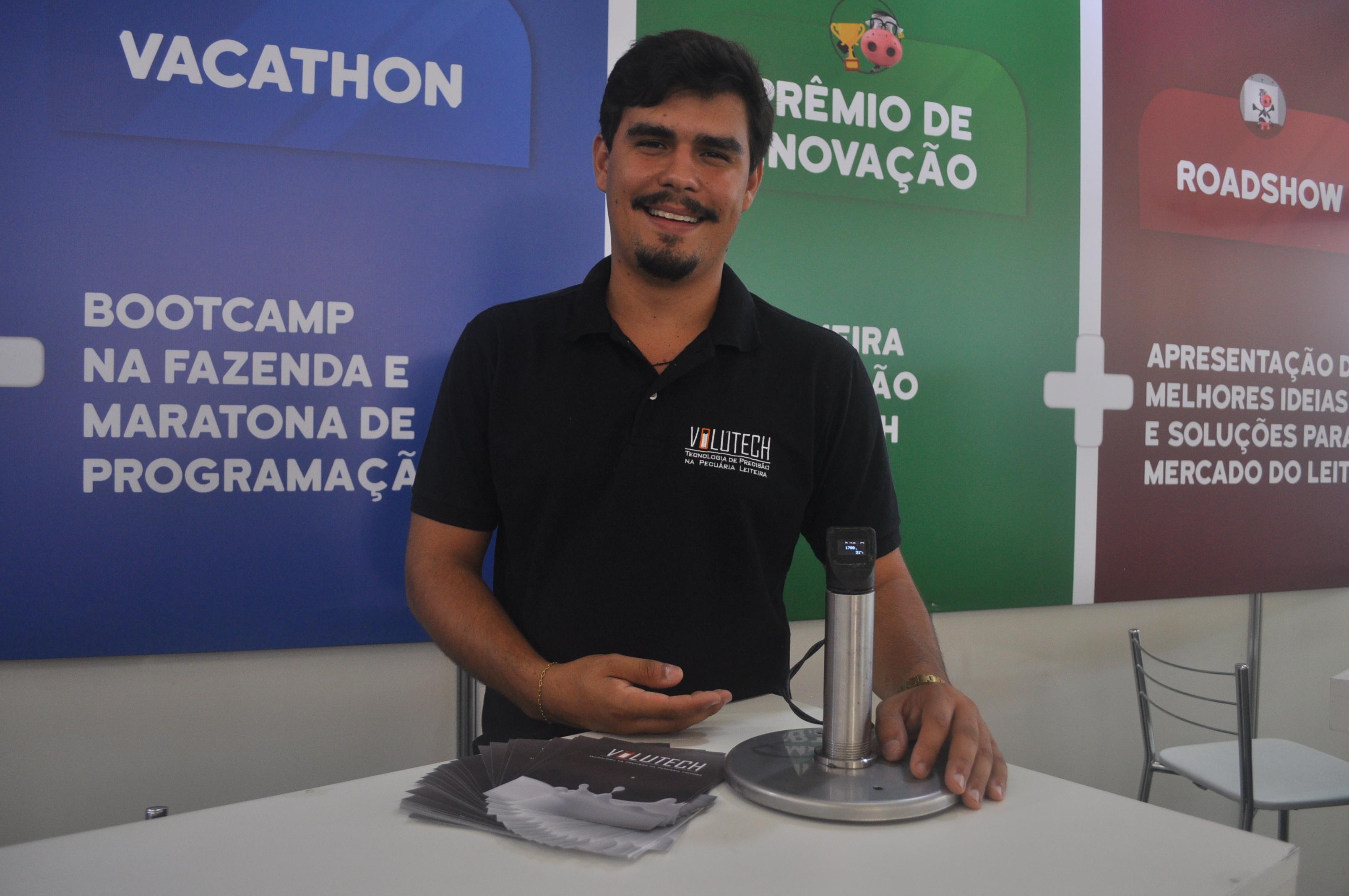 Sávio Cruz apresenta equipamento para monitoramento de leite da Volutech
